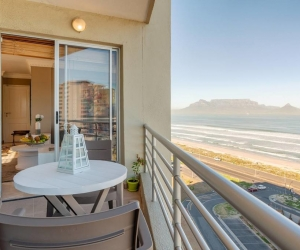 The-Bay-View-Bloubergstrand-4.jpg